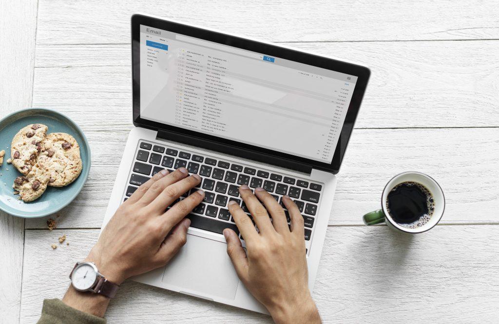 E-mail w języku angielskim - jak napisać?